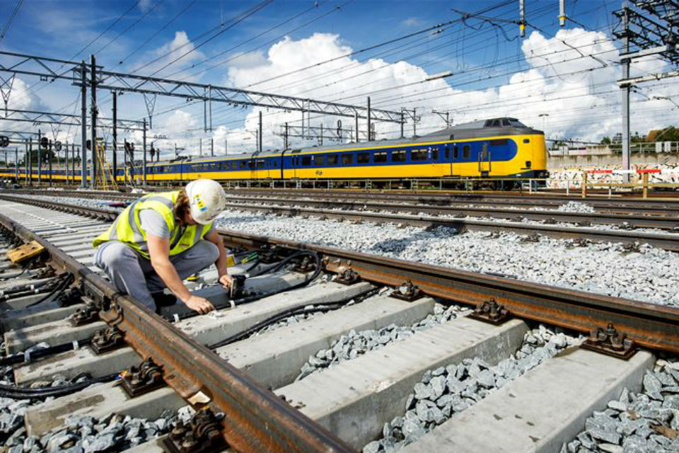 Work on rail tracks, Utrecht Central Station, NS train