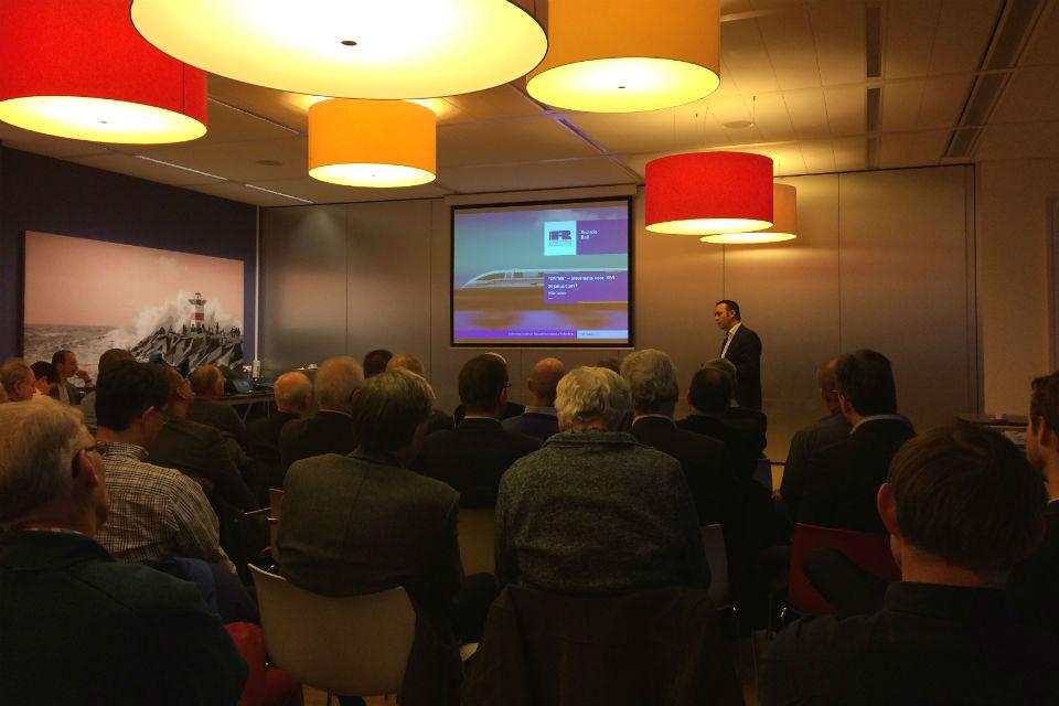 Willie Notten van Ricardo Rail geeft een presentatie tijdens een ERTMS-seminar van KIVI