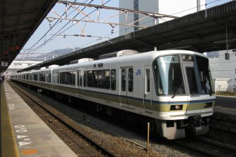 Biwako-Line 221 By OBA3 [GFDL (http://www.gnu.org/copyleft/fdl.html) or CC BY 3.0 (https://creativecommons.org/licenses/by/3.0)], from Wikimedia Commons