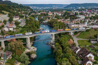 Hupac freight train, Flachbahn. hupac freight train. Source: Hupac