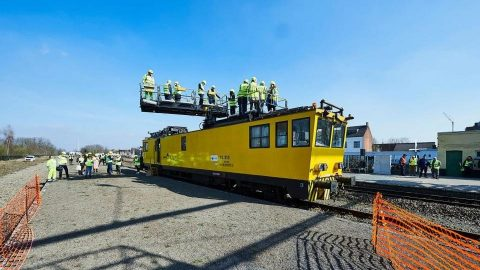 Infrabel provides electrification on Limburg railway, source: Infrabel