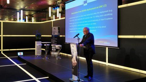 Matthias Ruete gives a presentation at RailTech Europe Conference, source: Marieke van Gompel