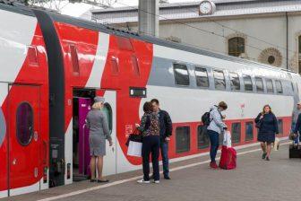 Boarding on double-decker train in Russia, source: Russian Railways (RZD)