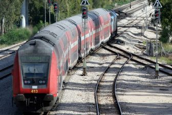 Israel Railways train, source: Wikipedia