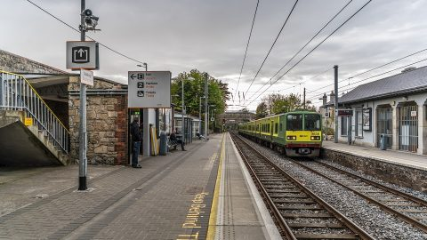 Class 8520 train at Dalkey Railway Station, source: Wikipedia