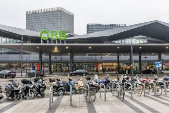 OBB green logo at Vienna railway station, source: OBB