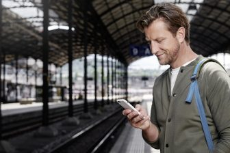 Passenger uses SBB Mobile application, source: SBB
