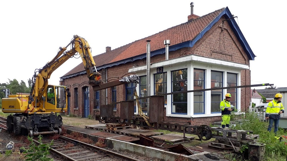 Removing mechanical semaphore in Belgium, source: Infrabel