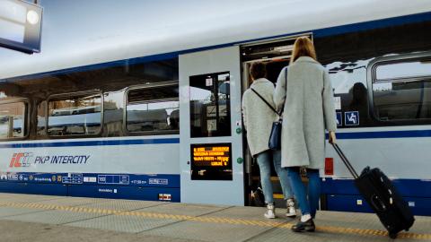 Passengers board PKP Intercity train, source: PKP Intercity
