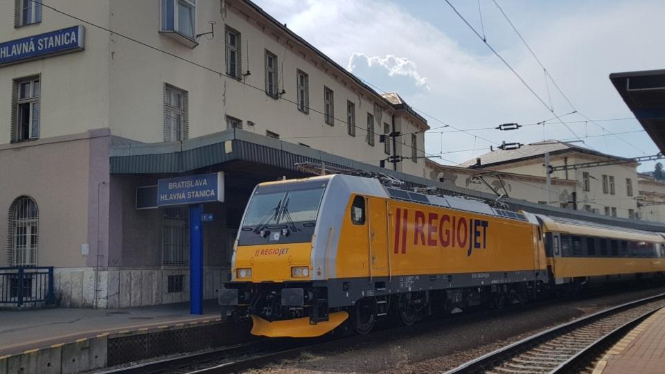 RegioJet-branded Bombardier TRAXX MS2e locomotive at Bratislava Central station, source: RegioJet
