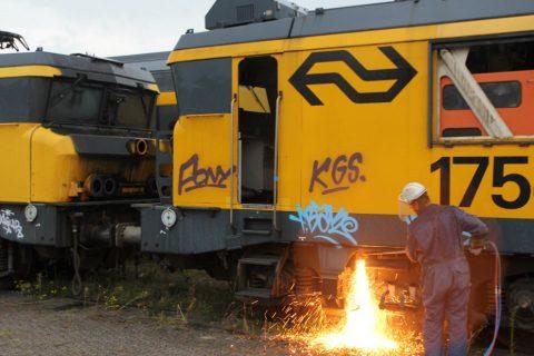 Scraping NS Class 1700 locomotive, source: Paul van den Bogaard