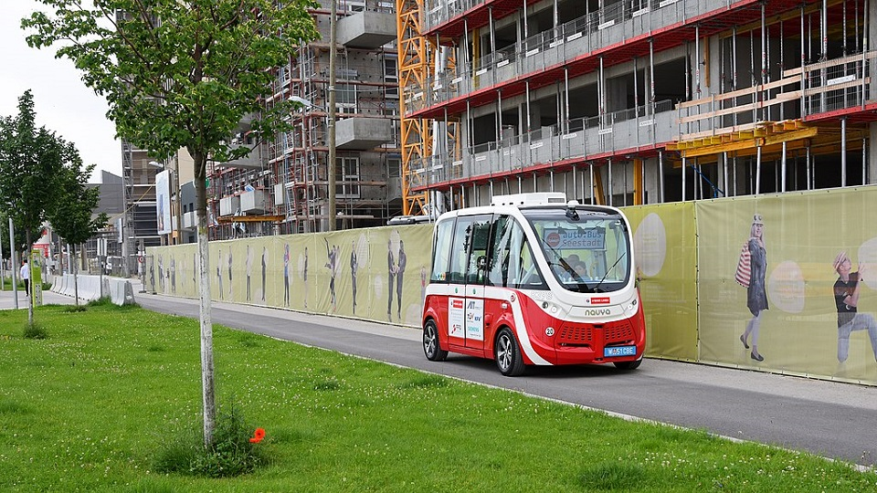 Autonomous shuttle in Vienna, source: Wikimedia Commons