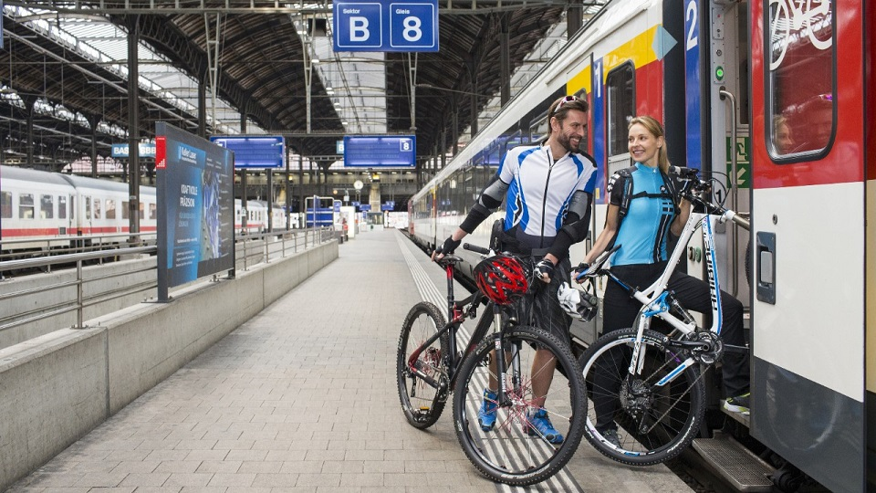 Passengers board the SBB train with bicycles, source: SBB