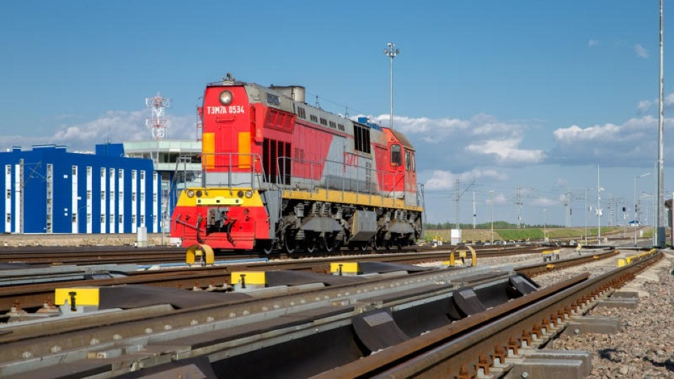 TEM7A shunting locomotive at Luzhskaya station