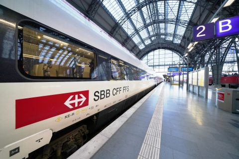 An ETR 610 train from SBB at station Frankfurt Hbf (Deutsche Bahn AG / Volker Emersleben)