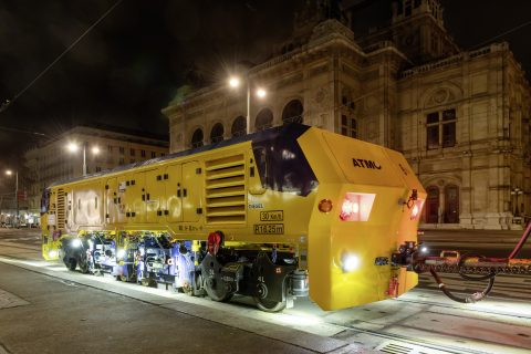 The rail grinding vehicle ATMO (Automatic Track Machine Oscillator) by Plasser & Theuer