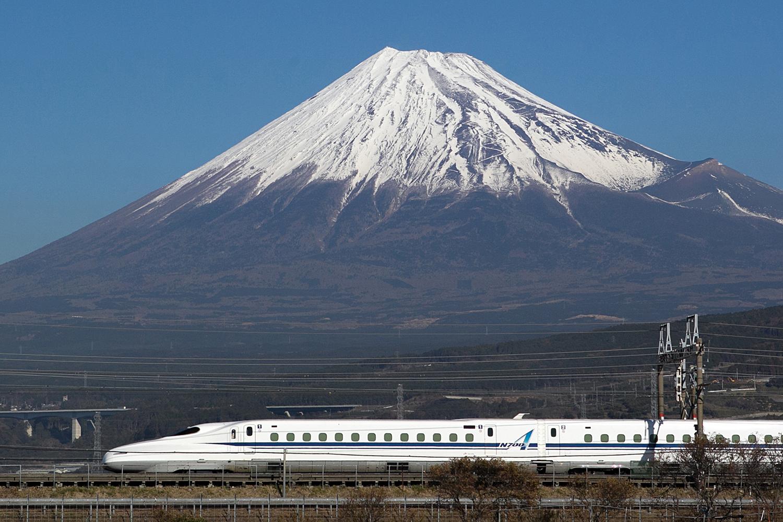 Tokaido Shinkansen running between Tokyo and Osaka, image: JR Central